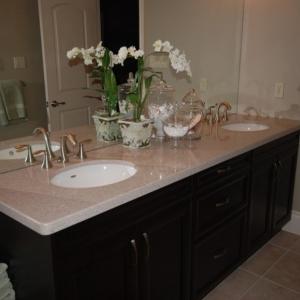 Quartz-vanity-top-with-under-mount-sinks