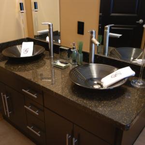 Quartz-vanity-top-with-vessel-sinks