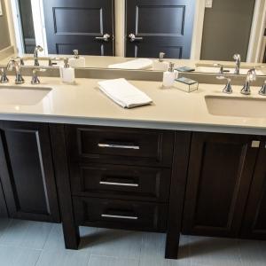 Vanity-with-quartz-countertop