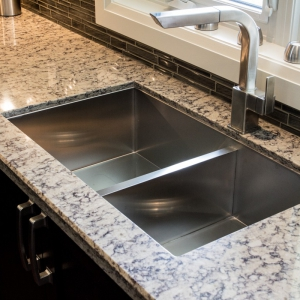 Quartz-countertop-with-undermount-sink