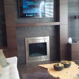 Neolith-Fireplace-feature-wall-with-TV