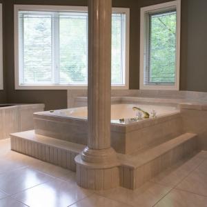 Coni-marble-tub-area-and-column